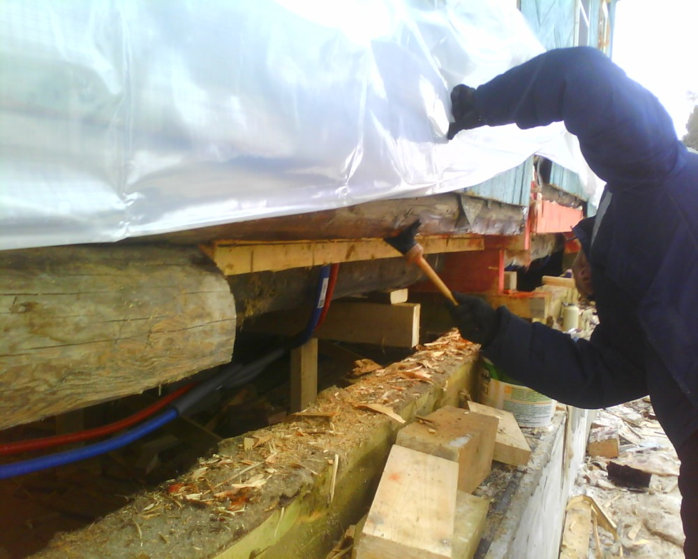 Замена венцов в загородном доме